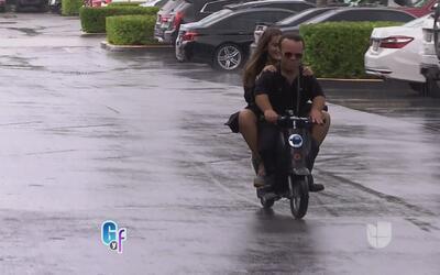 Raúl le quitó el carro a Mia por las multas de tráfico, pero ella llegó...