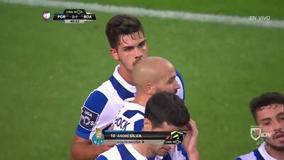 Goool!! André Miguel Valente Silva cobra la pena máxima y anota para el Porto