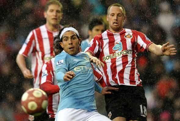 En el otro juego del día, el Manchester City del argentino Carlos Tévez...