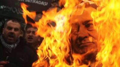 El presidente egipcio, Hosni Mubarak, enfrentaba el lunes nuevas presion...