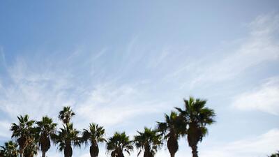 Cielo parcialmente nublado y temperatura moderada para el fin de semana en Los Ángeles