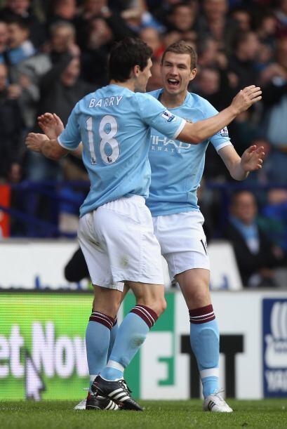 Los goles de Lescott y Dzeko le bastaron para imponerse por 2-0.