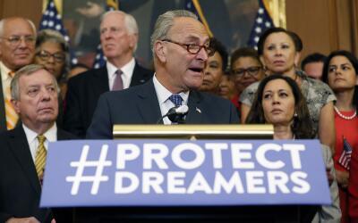 El senador demócrata Chuck Schumer, en una conferencia de prensa...