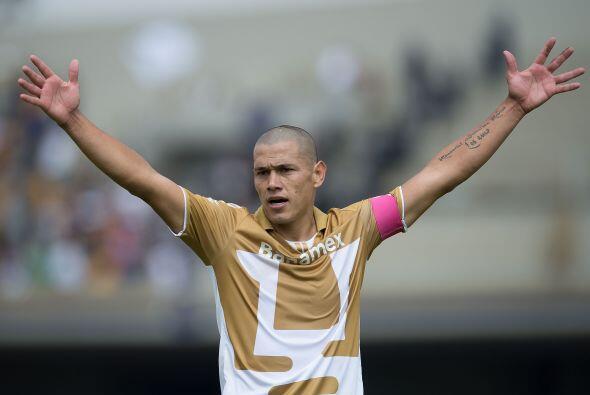 Darío Verón ha envejecido en la zaga de los universitarios, el paraguayo...