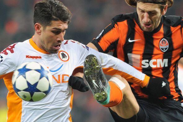 Al minuto 28, Marco Borriello desaprovechó un penalti a favor de los rom...