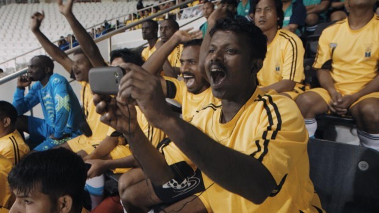 Umesh, un integrante indio del equipo, lanza vítores en el Estadio Al Sa...