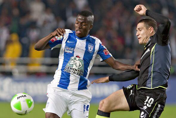 Rafael Figueroa (4): El defensa de Santos fue incapaz de contener el ata...