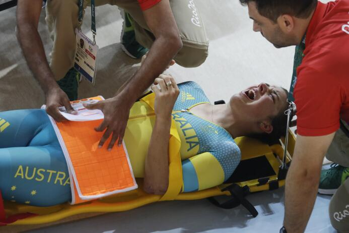 La ciclista australiana Melissa Hoskins fue hospitalizada tras caída
