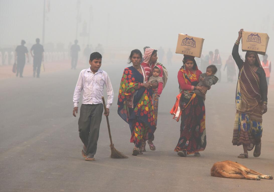 La contaminación del aire asfixia a Nueva Delhi  8gettyimages-871914604.jpg