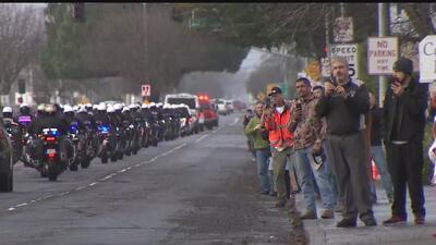 Comunidad de Woodland acompañó el féretro de la oficial Corona en su procesión final
