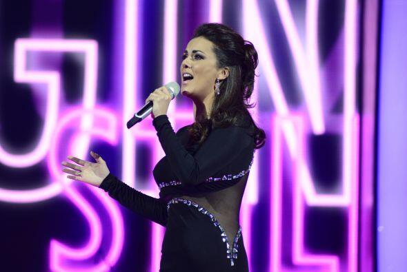 Tras su recuento, ella cantó con Edith Márquez.