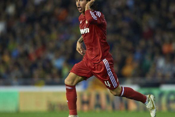 Colaboró con un gol en la victoria de su equipo el Real Madrid 3 - 2 al...