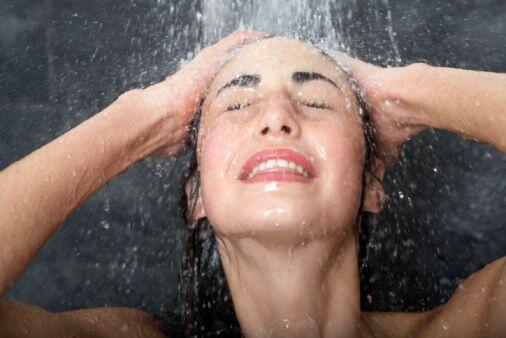 Si no sueles ducharte con agua fría, puede que la primera vez te...