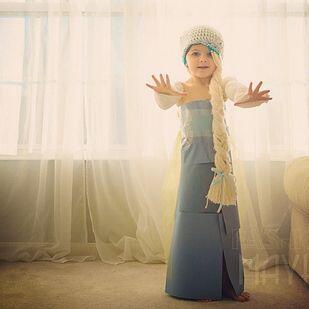 Angie y Mayhem han creado decenas de fabulosos vestidos con materiales q...