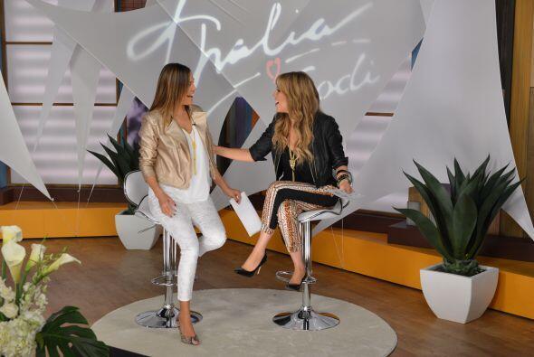 Mujeres de todas partes vinieron a lucir los modelitos de Thalía Sodi.