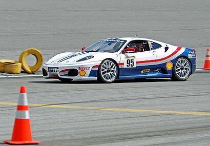 Todo el poder de los motores Ferrari y los avances de ingeniería permite...