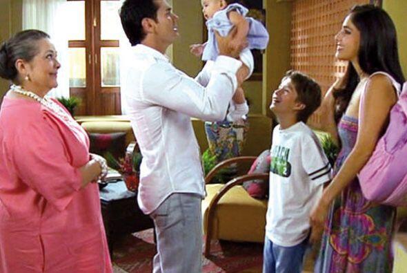 """""""Gerardo"""" lo hizo pasar por su hijo y le confesó a """"Lucía"""" que """"Alex"""" er..."""