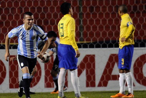 Argentina aprovechó algunos descuidos cariocas para romper el cero.