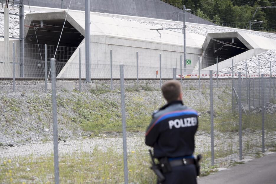 Inauguran el túnel más largo y profundo del mundo tunel11.jpg