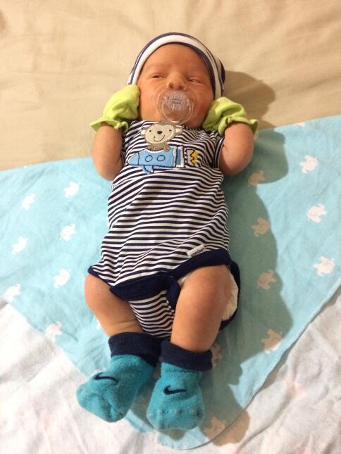 ¡Qué ojitos más bellos! Mira las nuevas imágenes del bebé de Carlitos 'E...