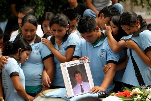 Un promedio de cinco jóvenes perdieron la vida en El Salvador víctimas d...