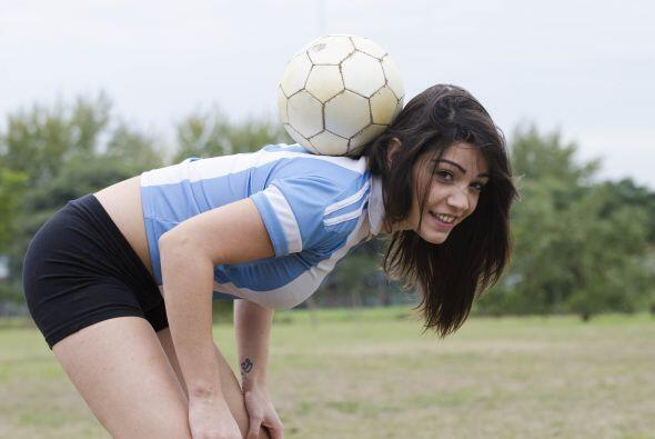 Con solo 24 años es modelo y además maneja a la perfección el balón.
