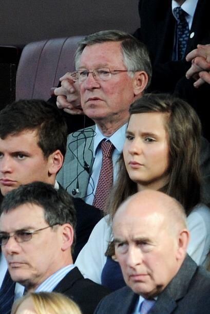 El DT Alex Ferguson presenció el partido desde la tribuna cumpliendo fec...