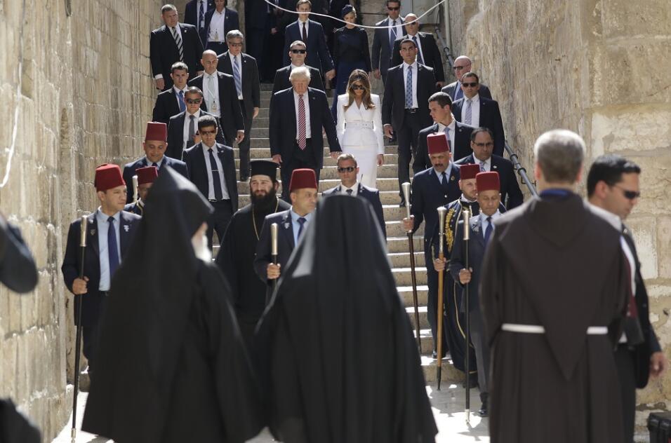 El presidente y Melania Trump visitan el Santo Sepulcro en Jerusalén, an...