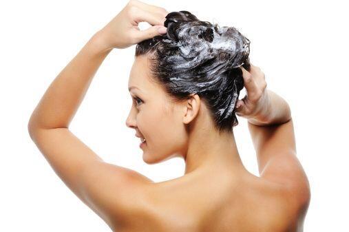 En lugar de pasar mil veces el peine en tu pelo, logra el efecto deseado...
