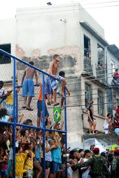 Durante su estadía en Brasil, Obama visitó la ´Ciudad de Dios´en la fave...