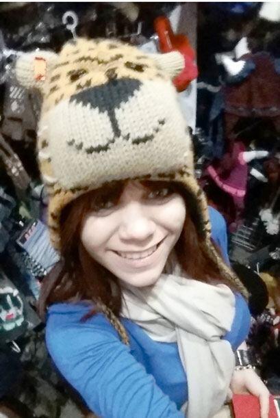 No podía ser un día de chicas sin probarnos miles de sombreros divertido...
