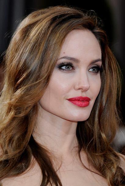 Angelina Jolie tiene los labios más famosos. Mira aquí lo último en chis...