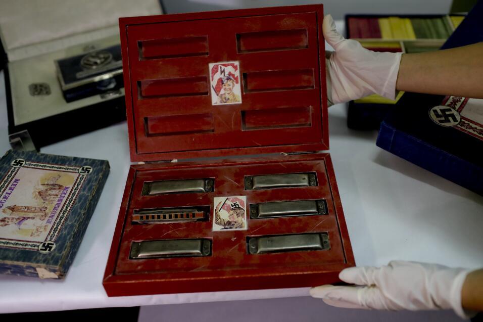 Descubren una escalofriante colección de objetos nazis en una habitación...
