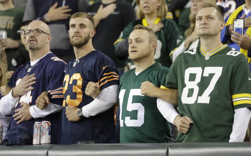 Bears-Packers locked arms