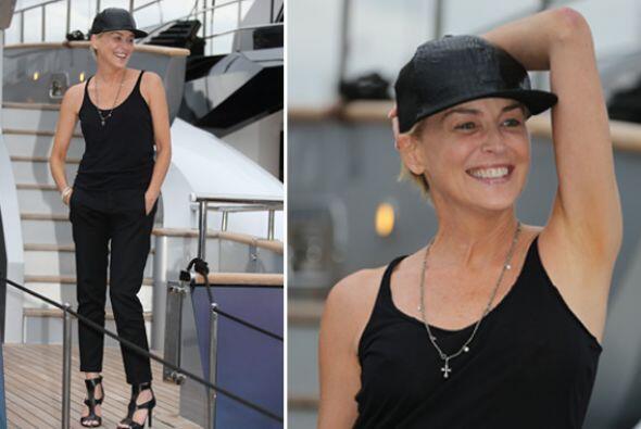Sharon Stone ha optado por un color neutro, pero no por ello deja de ten...