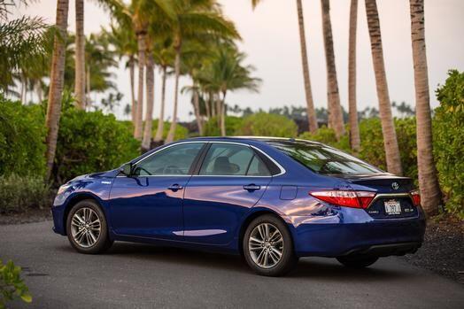 Toyota Camry Hybrid 2015- Precio: $26,790; Consumo (ciudad/carretera): 3...