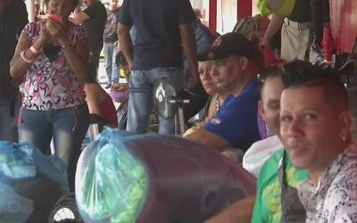 Cubanos denuncian maltrato tras ser llevados desde Panamá hacia la front...