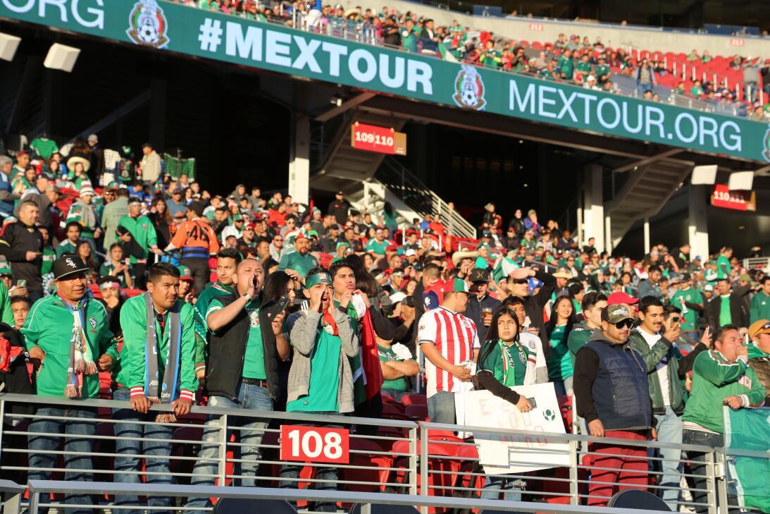 Fuera de competencia: los detalles en el estadio en el partido de México...