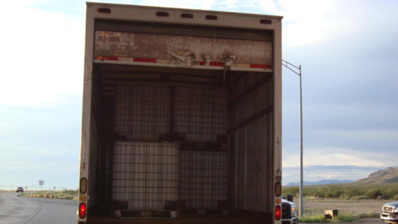 En este camión viajaban 20 inmigrantes cuando fueron hallados en Sierra...