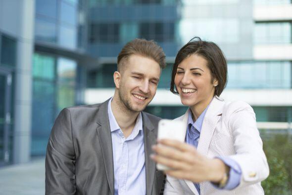¿Una 'selfie' con tu jefe durante una reunión de trabajo? ¿O en el entie...
