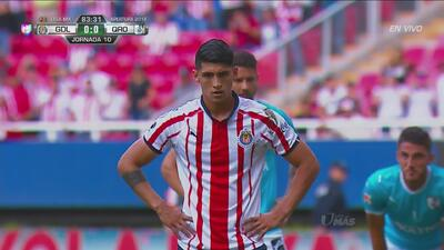 Alan Pulido, de penal, pone el 1-0 para Guadalajara