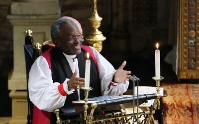 El obispo Michael Curry durante el sermón en la boda del pr&iacut...