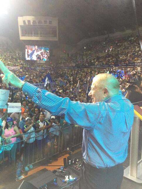 Miles de asistentes se han congregado en el Coliseo Roberto Clemente par...