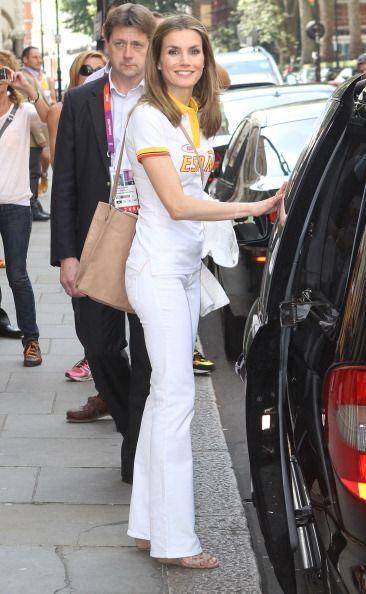¡No todo es recatado y formal! El clóset de la reina de España también c...