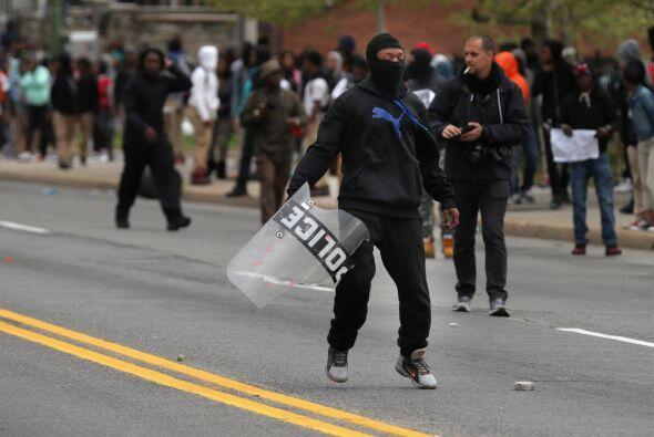 Imágenes de televisión mostraron parte de estos enfrentamientos y a vari...