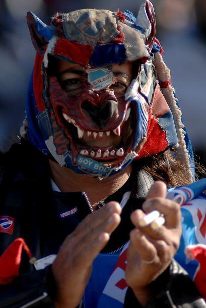 La máscara de este hincha de Nacional está muy...llamativa, cierto, pero...