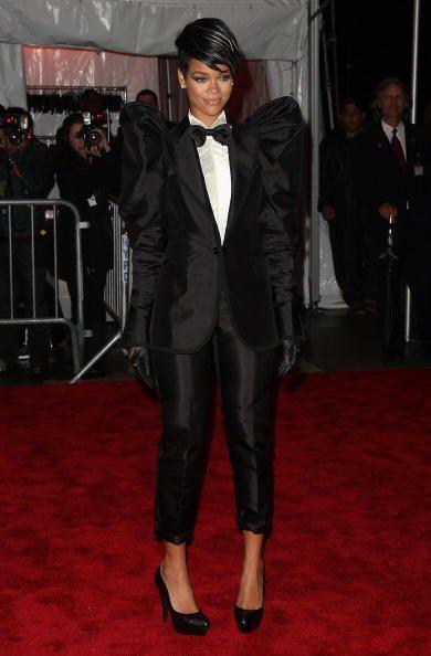A Rihanna denle una prenda nunca antes vista ¡y ella está a bordo!, pues...
