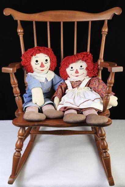 La muñeca original es Raggedy Ann, un personaje creado inicialmente para...