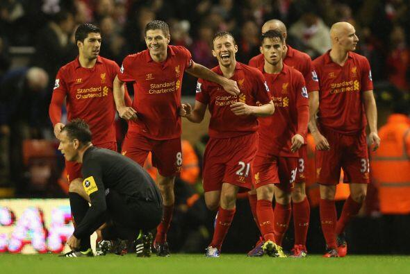 Gerrard también anotó y  los 'Reds' se dieron un festín.