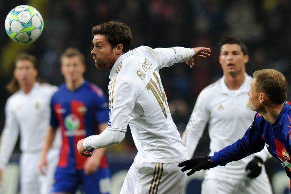 Real Madrid puso la pelota a rodar ante el CSKA y la posesión de la pelo...